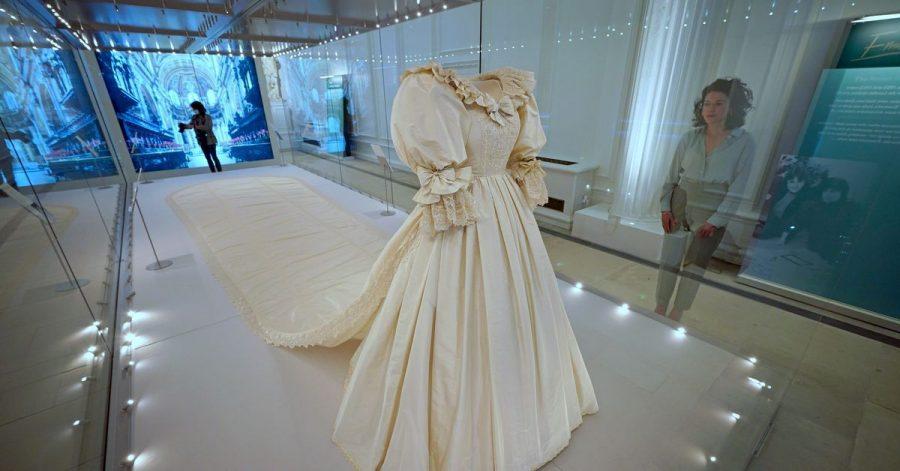 Das Hochzeitskleid mit der spektakulären lange Schleppe von Diana, Prinzessin von Wales, ist in der Ausstellung «Royal Style in the Making» zu sehen, die ab 03. Juni 2021 im Kensington Palast für die Öffentlichkeit zugänglich ist.