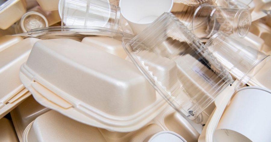 Eine EU-Richtlinie soll ab 3. Juli die Herstellung zahlreicher Einweg-Plastik-Produkte verbieten.
