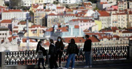 Reisen in und aus dem Großraum Lissabon sollen an den kommenden Wochenenden verboten werden.