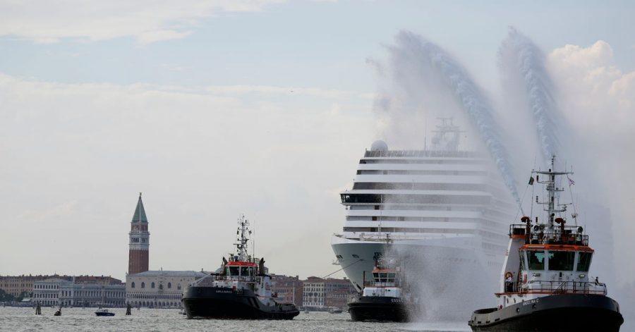 Das erste Kreuzfahrtschiff, das Venedig seit der Pandemie angefahren hat.
