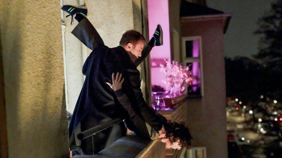 """""""Tatort: Die dritte Haut"""": Karow (Mark Waschke) und Rubin (Meret Becker) stellen den Mord an einem Immobilienmanager nach (cg/spot)"""