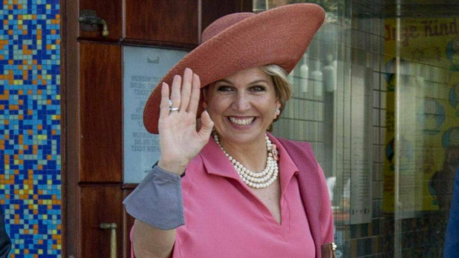Königin Máxima der Niederlande von oben bis unten in Pink. (mia/spot)
