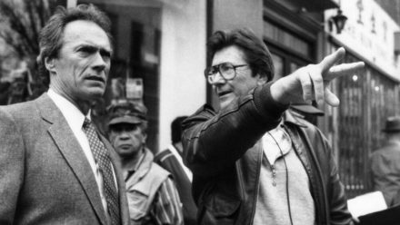 "US-Stuntman Wayne ""Buddy"" Van Horn (r.) und US-Star Clint Eastwood an einem Filmset im Jahr 1988. (ili/spot)"