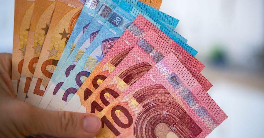 Bei einem längeren Auslandsstudium außerhalb der EU muss die Bindung zum Heimatland für den Kindergeldbezug nachgewiesen werden.
