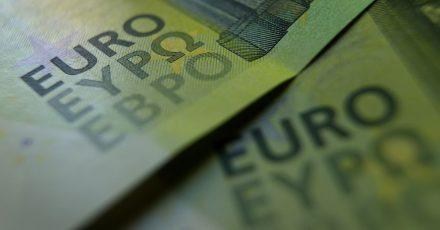 Um Negativzinsen zu umgehen, horten immer mehr Menschen Bargeld.