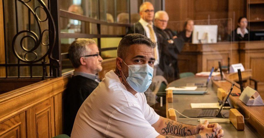 Anis Mohamed Youssef Ferchichi, bekannt als Rapper Bushido, zu Beginn eines Prozesses gegen den Chef einer bekannten arabischstämmigen Großfamilie in einem Gerichtssaal des Landgerichts.