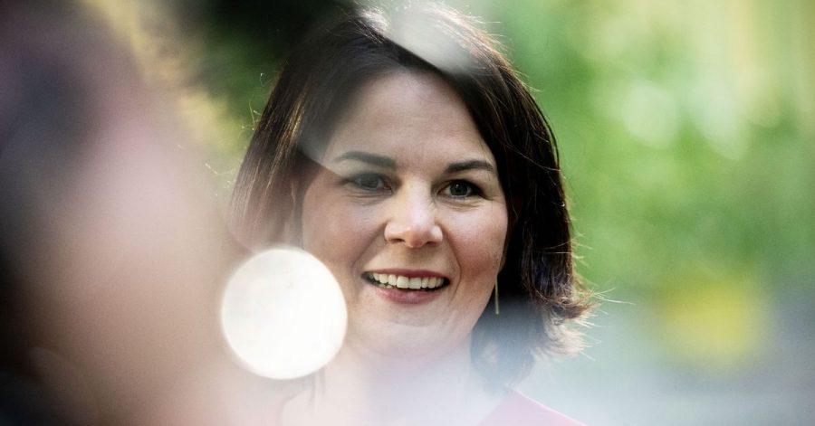 Annalena Baerbock, Kanzlerkandidatin und Bundesvorsitzende von Bündnis 90/Die Grünen, gibt am Rande der Bundesdelegiertenkonferenz ihrer Partei Interviews.