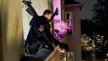 """""""Tatort: Die dritte Haut"""": Karow (Mark Waschke) und Rubin (Meret Becker) stellen den Mord am Immobilienmanager Ceylan nach. (ili/spot)"""