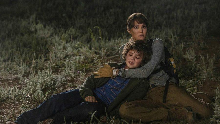 Hannah (Angelina Jolie) hat es sich zur Aufgabe gemacht, den Jungen Connor (Finn Little) um jeden Preis zu beschützen. (stk/spot)