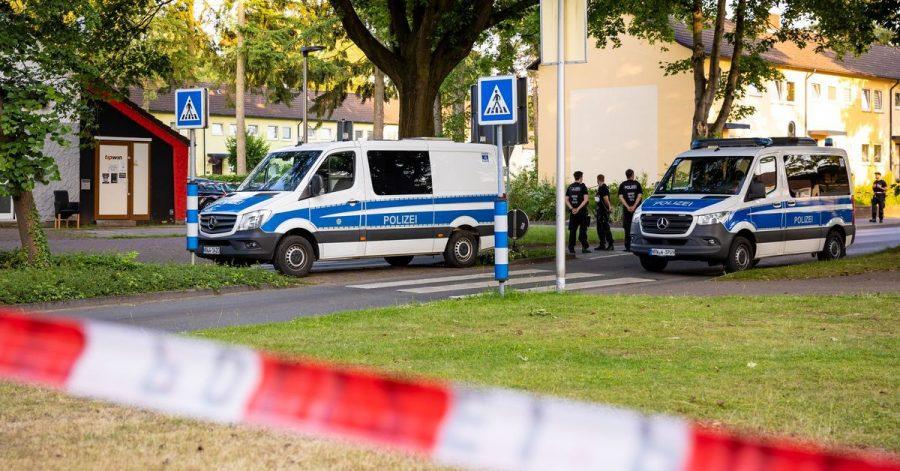 Die Polizei gestern am Tatort in Espelkamp.