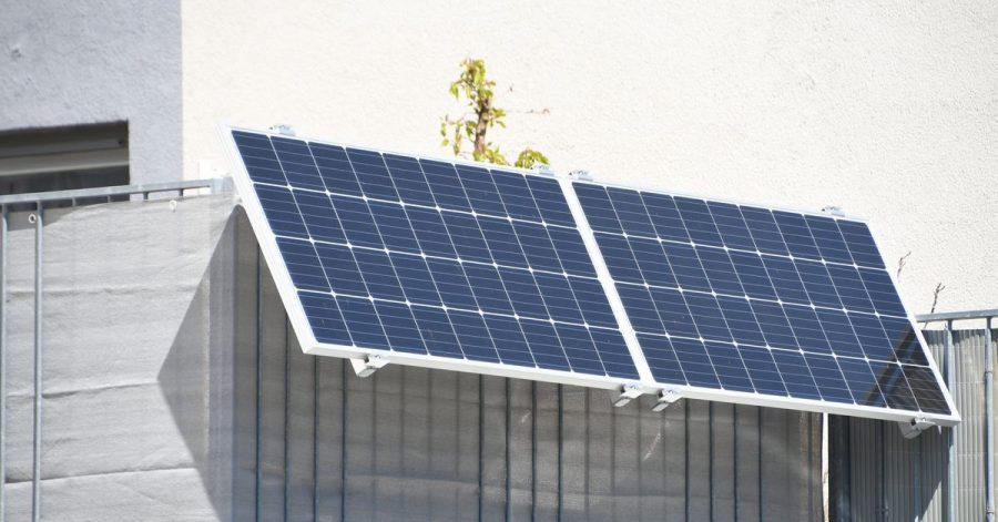 Kompakte Solar-Anlage: Mieter können auf dem Balkon oder der Terrasse eine kleine Solaranlage anbringen.