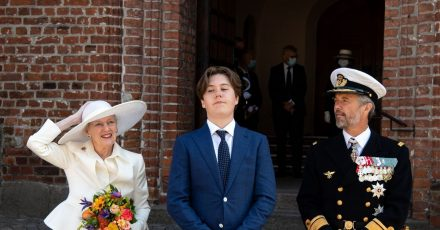 Königin Margrethe II., Prinz Christian  und Kronprinz Frederik (l-r) am Dom St. Marien zu Hadersleben (Haderslev).