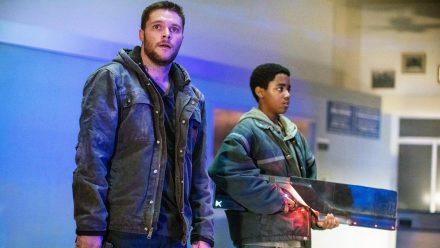 """""""Kin"""": Eli (Miles Truitt, r.) uns sein Bruder Jimmy (Jack Reynor) stecken in Schwierigkeiten. (cg/spot)"""