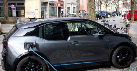 Wo und wie sie daheim und unterwegs laden können, sollten sich E-Autointeressenten vor dem Kauf überlegen.