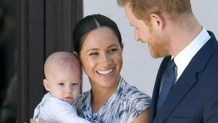 Prinz Harry und Herzogin Meghan 2019 mit ihrem Erstgeborenen, dem damals vier Monate alten Archie. (ili/spot)