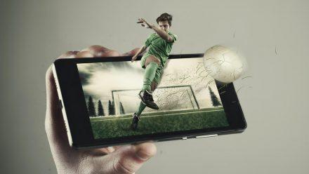 Auch in den sozialen Medien gibt es allerhand Unterhaltung zum Thema Fußball (wue/spot)