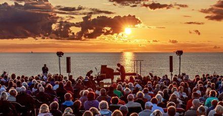 Am Hohen Ufer bei Ahrenshoop an der Ostsee findet am 4. September das Abschlusskonzert der «Naturklänge»-Konzertreihe 2021 statt.