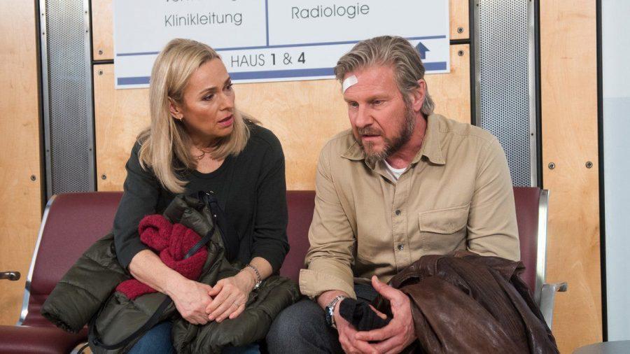 """""""Rote Rosen"""": Jens räumt gegenüber Mona Wartungsfehler an seinem Flugzeug ein. (cg/spot)"""