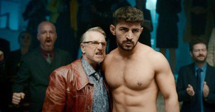 Kleinganove Ozzy (Martin Semmelrogge) und Boxer Kunta (Netschirwan Idris) in einer Szene aus «Limbo»