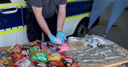Der Zoll hat am Flughafen Köln/Bonn Ecstasy-Tabletten und Cannabis sichergestellt.