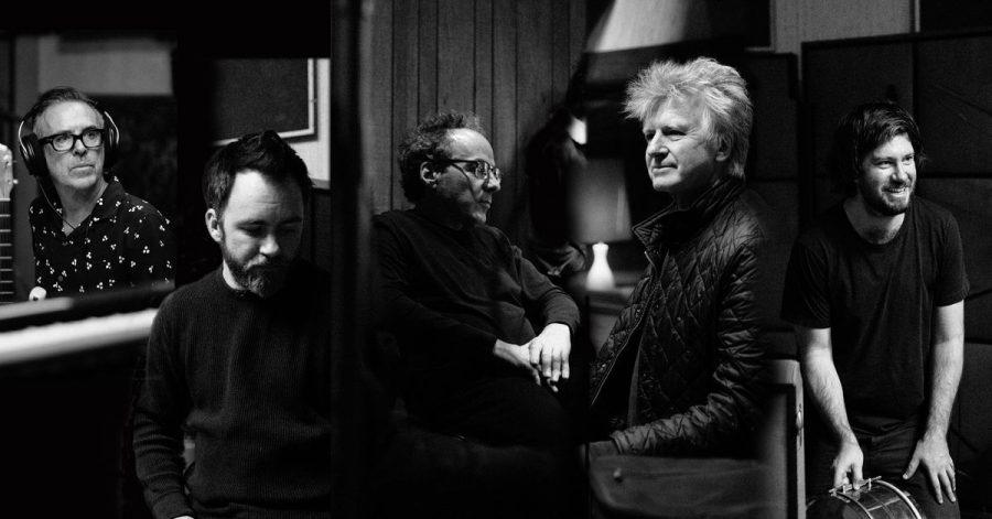 Die australisch-neuseeländische Band Crowded House mit dem Sänger?-Songwriter Neil Finn (2.v.r) haben ihre Auszeit beendet.