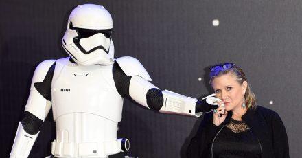 Carrie Fisher wird posthum auf dem Hollywood Walk of Fame mit einem Stern geehrt.