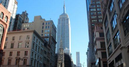 In der Corona-Pandemie wird auch das Empire State Building in New York zum Impfzentrum.