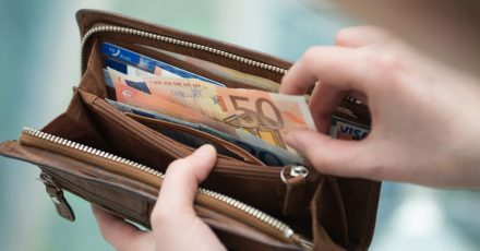 Noch ist Bargeld das beliebteste Zahlungsmittel. Es hat aber im Zuge der Corona-Pandemie an Bedeutung eingebüßt.