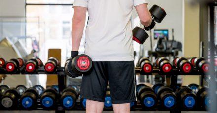 Vielerorts ist wieder Training im Fitnessstudio möglich.