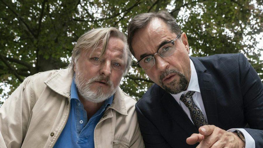 """Frank Thiel (Axel Prahl, l.) und Prof. Karl-Friedrich Boerne (Jan Josef Liefers), hier in """"Es lebe der König!"""" (wue/spot)"""