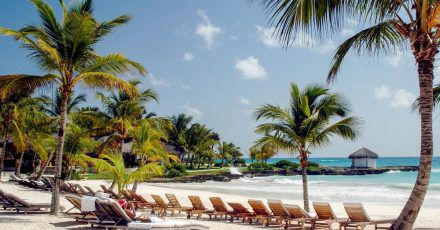 Strandurlaub in der Karibik: Fernziele wie die Dominikanische Republik kehren zur Wintersaison 2021/22 zunehmend in die Angebote von Reiseveranstaltern zurück.