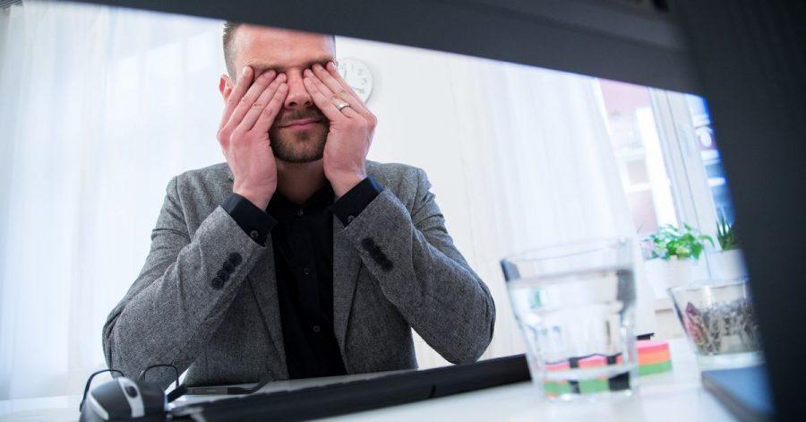 Über psychische Belastungen wird am Arbeitsplatz oft nicht offen gesprochen. Führungskräfte können dem entgegenwirken.