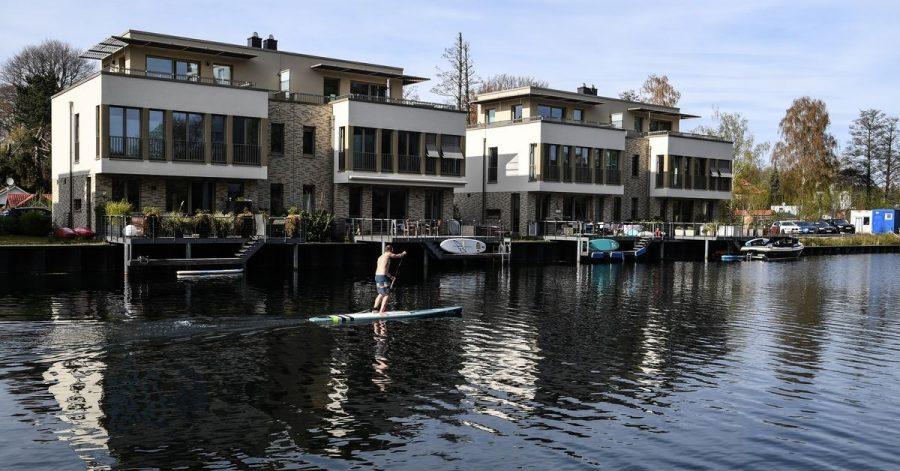 Traditionell investieren die Deutschen lieber in Immobilien als in Wertpapiere. Das zeigt eine Analyse der Unternehmensberatung Boston Consulting Group.