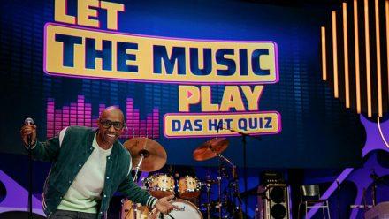 Amiaz Habtu moderiert eine neue Musik-Rateshow in Sat.1. (nra/spot)