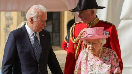 Joe Biden im Gespräch mit der Queen (hub/spot)