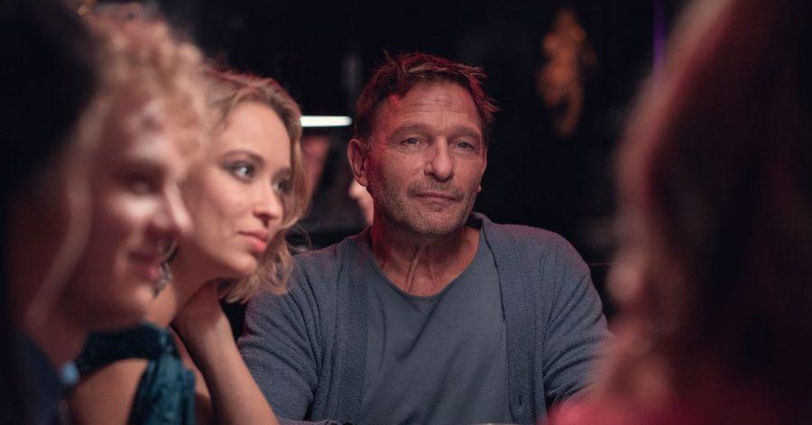 Thomas Kretschmann und Caro Cult in einer Szene aus der zweiten Staffel von «Biohackers».