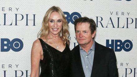 Michael J. Fox an der Seite seiner Frau Tracy Pollan, mit der er seit 1988 verheiratet ist und vier Kinder hat. (stk/spot)