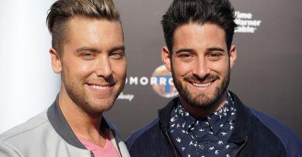US-Sänger Lance Bass (l) und Ehemann Michael Turchin. Die beiden werden mit Hilfe einer Leihmutter Eltern.