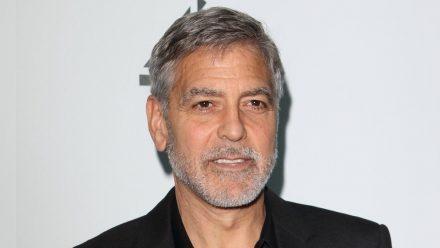 George Clooney setzt sich für unterprivilegierte Schüler ein. (tae/spot)