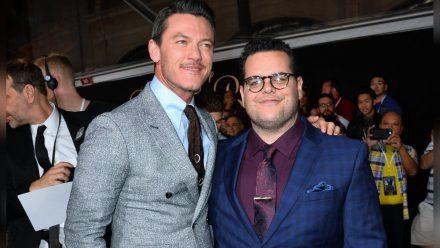 """Die Schauspieler Luke Evans (l.) und Josh Gad bei der Hollywood-Premiere von """"Die Schöne und das Biest"""".  (hub/spot)"""