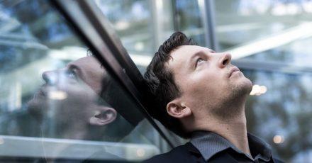 Ewige Grübler:Manchen Menschen fällt es schwer, im Beruf schnell zu Entscheidungen zu kommen.