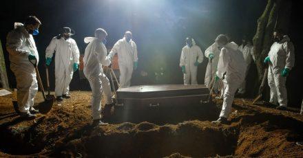 In Brasilien hat die Zahl der an Covid-19 Verstorbenen eine traurige Marke erreicht.