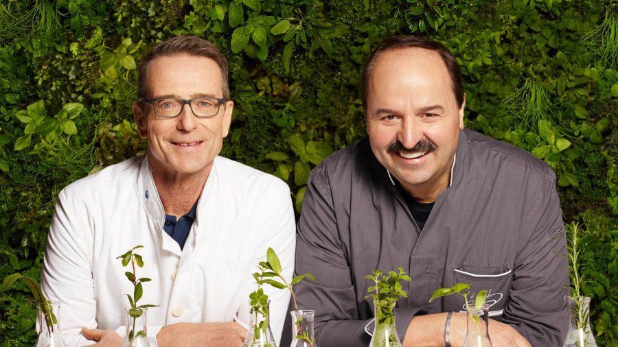 """Dr. Matthias Riedl (l.) und Johann Lafer haben gemeinsam das Buch """"Medical Cuisine"""" veröffentlicht   (sob/spot)"""