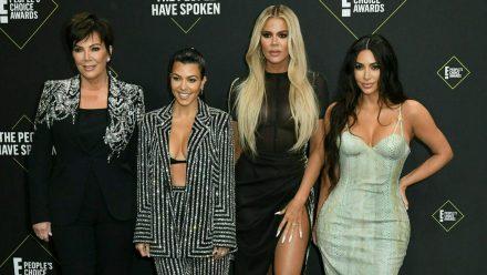 Ein Teil des Kardashian/Jenner-Clans: Kris Jenner, Kourtney, Khloe und Kim Kardashian (v.l.n.r.) (stk/spot)