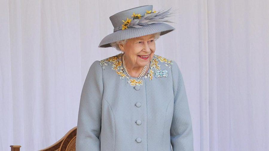 Zum Abschluss entlockten die Musiker der Queen noch ein Lächeln. (rto/spot)