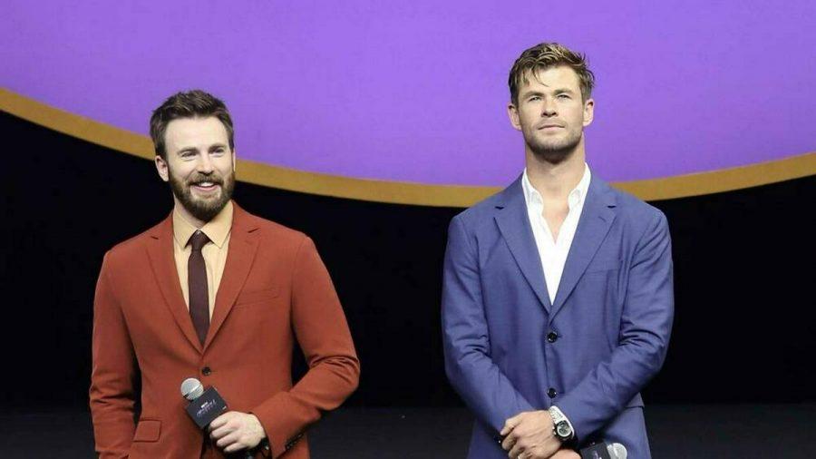 Chris Hemsworth (r.) gratuliert Chris Evans auf ungewöhnliche Weise zum Geburtstag. (jru/spot)