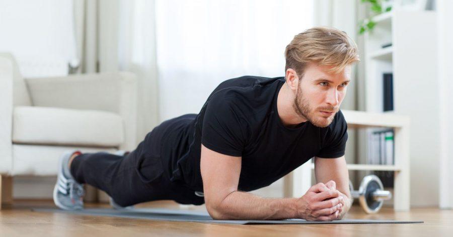Der Unterarmstütz kräftigt viele Muskeln im Körper, insbesondere auch im Rücken.