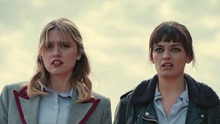Aimee (Aimee Lou Wood) und Maeve (Emma Mackey) sind auch wieder mit von der Partie. (rto/spot)
