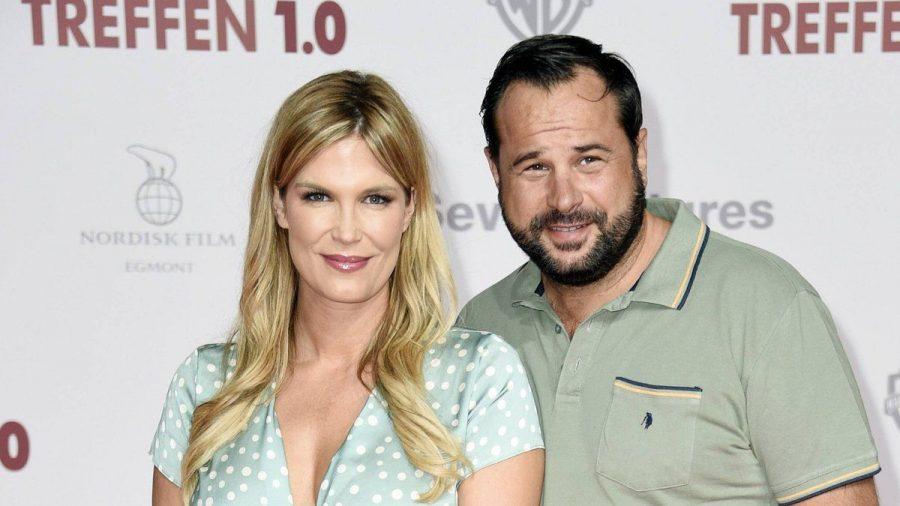 Verena Wriedt und ihr Ehemann auf einem Event in Berlin (wue/spot)