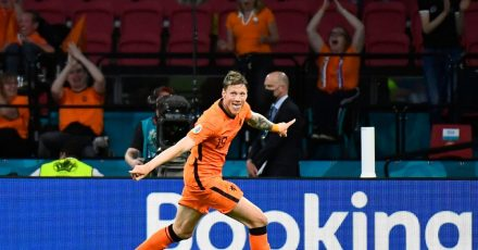 Torschütze Wout Weghorst von den Niederlanden feiert das 2:0 gegen die Ukraine